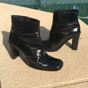 Gorgeous leather Via Spiga square toe boots